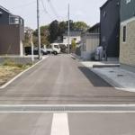 前面道路は広めの4.5mあります。(外観)