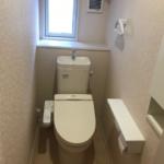 2階トイレにも壁付収納がありです。(トイレ)
