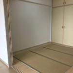 室内(2019年年8月)撮影 リビング横の和室スペースでは多用途に利用できる便利なスペースです。畳は表替え済みです。(和室)