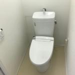 トイレ新規交換。配管も新規交換済み(トイレ)