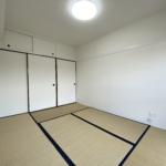 広々とした6帖の和室です。風通しの良い明るいお部屋でゆったりとすごせそうです(和室)