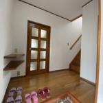 広々とした玄関ホールです。(藤沢市亀井野【軽量鉄骨造】中古戸建(リフォーム)のイメージ)